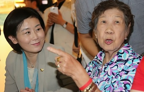 김희정 장관, 2014년 8월 15일, 일본군 위안부 주제 뮤지컬 '꽃신' 관람