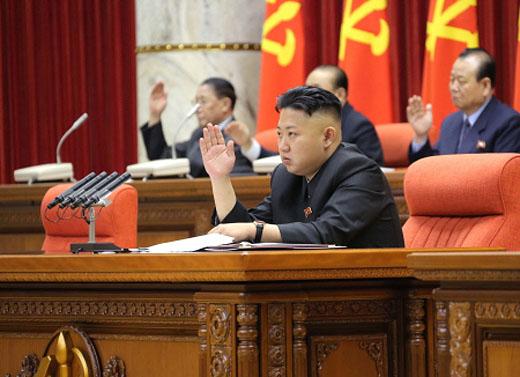 북한은 현재에도 지속적으로 핵개발을 추진하고 있기 때문에 북한 비핵화라는 최종적인 목표에 도달하기 전에 당장 북한의 핵과 미사일 능력 고도화를 막기 위한 압박과 협상이 시급하다. 따라서 한국 정부는 지금처럼 오직 대북제재에만 몰두하고 있을 것이 아니라 북한은 핵실험을 중단하고 영변의 핵시설을 동결하며 ICBM과 SLBM 시험발사를 중단하고, 한미는 연합군사훈련을 중단하며 개성공단 재가동을 포함한 대북 제재를 완화하는 방안 등을 가지고 남·북·미·중의 협상을 진행할 필요가 있다. 만약 그러한 외교적 노력도 실패할 경우에는 한국의 독자적 핵무장과 한·미의 핵 공유를 통해 북한의 핵위협 증대에 대응하는 방안 등 새로운 접근의 검토가 바람직하다.