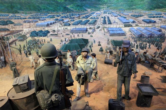 거제포로수용소유적공원. 포로들의 생활상을 모형으로 전시했다. 사진=한국관광공사