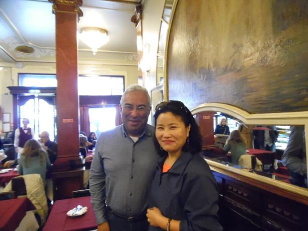 리스본 안토니오 코스타시장님. 카페 '베르사이유' 에서.