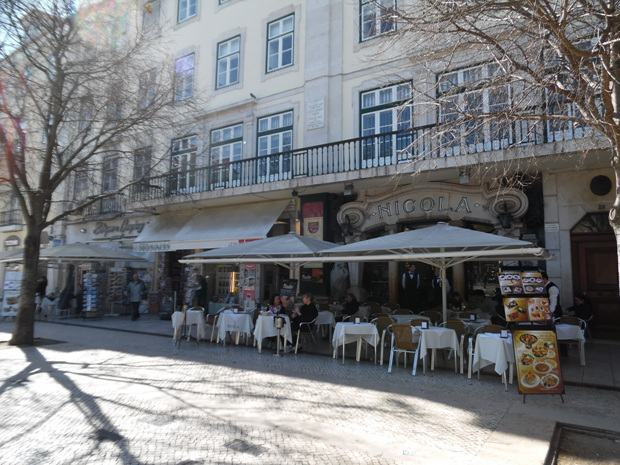 호시우광장의 카페 니콜라.