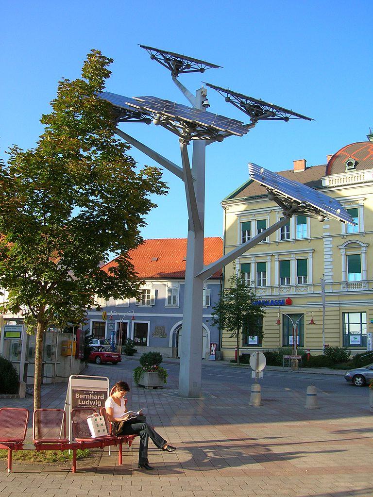 오스트리아에 있는 나무 모양으로 된 태양광 발전 시스템. 사진=위키백과