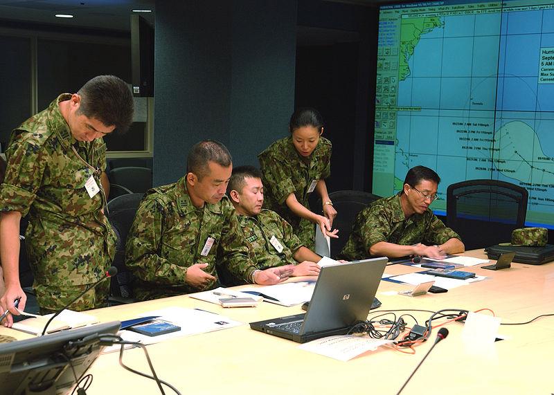정부는 일본 자위대의 북한 진출은 '한미일 협력의 틀 내에서 협의할 사안'이라고 해명했지만, 오히려 '동의'에서 '협의'로 발언이 후퇴하면서 일본 자위대가 한반도에 진출할 여지를 남기는 외교적 무능함을 드러냈다. 사진=위키백과
