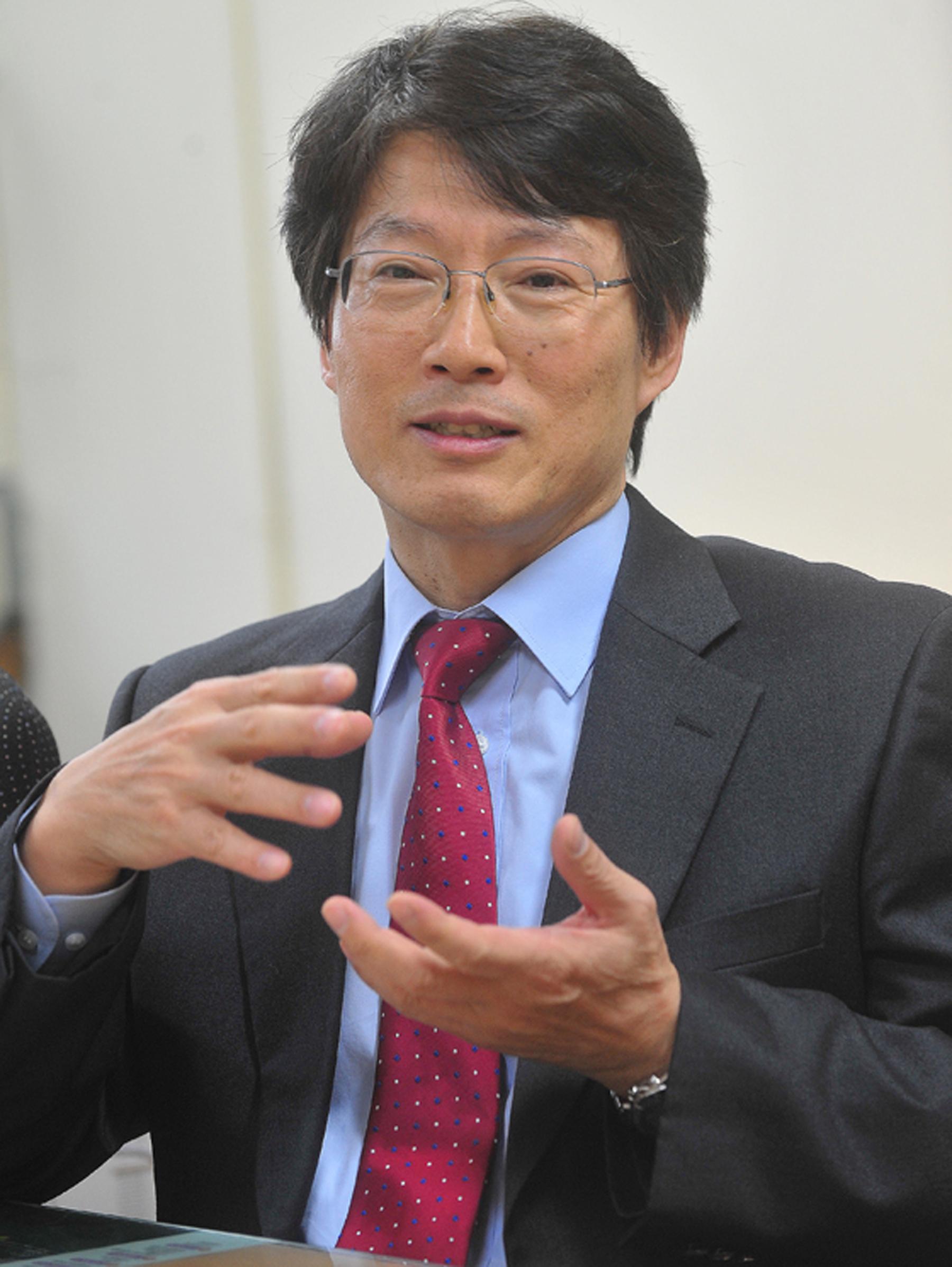 김성동 건국대학교 공과대학 유기나노시스템공학과 교수가 한국섬유공학회 제33대 신임 회장으로 선출됐다. 임기는 2016년도 1월부터 1년이다.