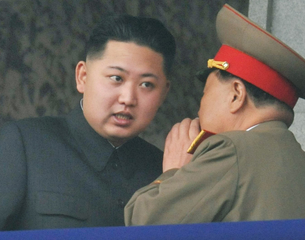"""전 세계의 관심 속에 치러진 북한 노동당 7차 대회가 종료되었다. 지구상 가장 폐쇄적이고 이상한 나라 북한의 최고 정치 행사가 끝남으로써 이젠 김정은 체제의 현재와 미래를 그나마 가늠할 수 있게 되었다. 집권 5년차를 맞는 김정은 체제의 북한은 그동안 베일에 싸인 채 예측불가의 위협과 도발을 지속해왔다. 36년 만의 당대회 개최를 통해 이젠 사회주의 당국가 시스템을 재정비함으로써 김정은 시대의 첫 출발을 공식 선언한 셈이다. """"이번 당대회가 형식적 측면에서 비정상에서 정상으로의 당국가 시스템 구축의 의미라면 내용적 측면에서 이번 당대회는 북한의 국가전략의 변화를 짐작케 한다. 가장 큰 특징은 핵국가의 공식화이다. 핵보유국을 승리의 원천으로 간주하고 있다. 이제 북한에게 핵무기는 협상용이 아니다. 과거 김정일 시대에 구사했던 선협상, 후확산이 아니라 선확산, 후협상으로 핵보유를 기정사실화하고 있다."""""""