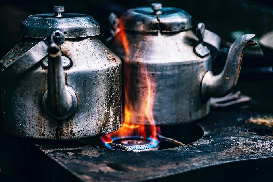 오래된 기억은 익숙함에서 오고 익숙함은 따뜻함에서 온다. 따뜻함은 나에 대한, 사람에 대한, 기억에 뿌리를 두고 있다. 오래된 익숙함은 불편함보다 강하다.