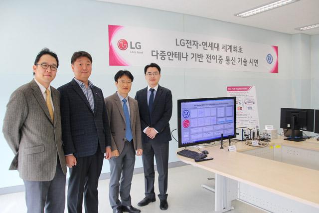 미국 특허분석기관 테크아이피엠(TechIPM)이 2015년 6월말까지 누적으로 미국특허청(USPTO)에 등록한 단말기 및 기지국 관련 LTE/LTE-A(4G) 표준필수특허를 대상으로 분석한 결과 LG전자는 LTE/LTE-A 표준필수특허 경쟁력 순위에서도 2012년 이후 4년 연속 세계 1위를 차지하고 있다.