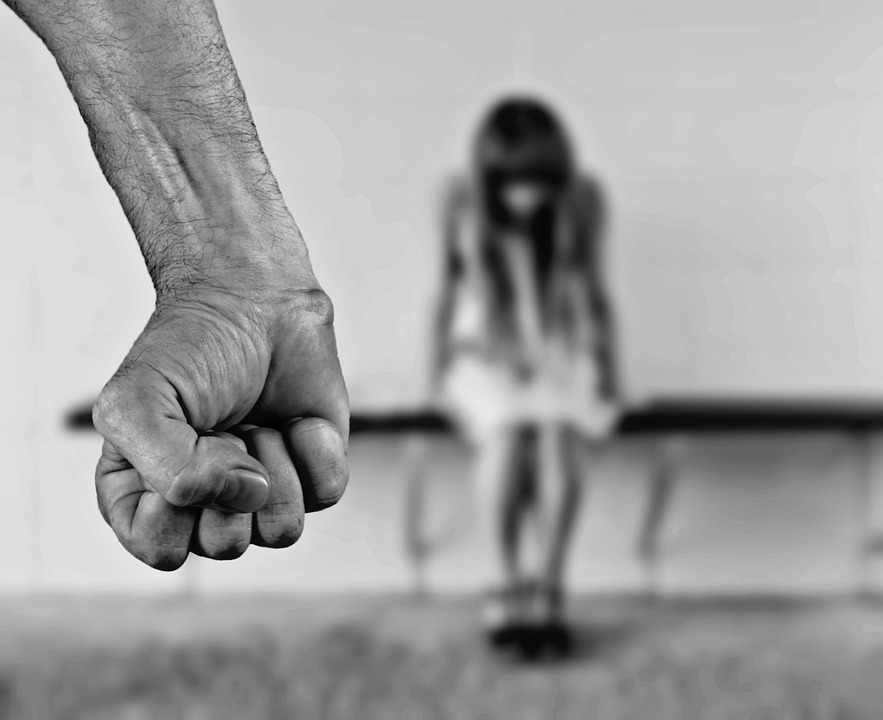 만 18세 미만 자녀를 둔 응답자 가운데 지난 1년 동안 자녀를 학대한 경험이 있다고 응답한 비율은 27.6%(여성 32.1%, 남성 22.4%)로, 2013년 46.1%에 비해 18.5%p 감소한 것으로 조사됐다.